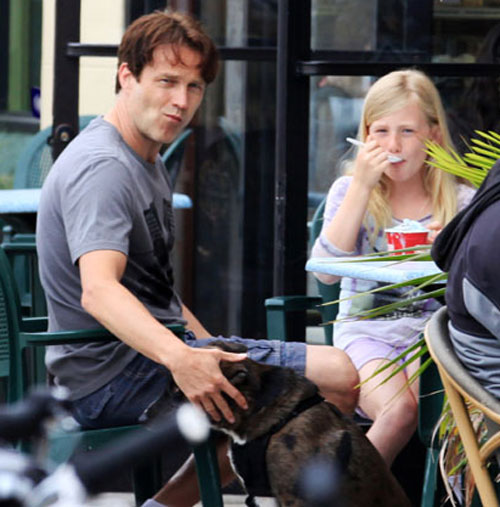 Stephen Moyer and Daughter Lilac Eat Ice Cream in Venice Beach on April 21, 2012