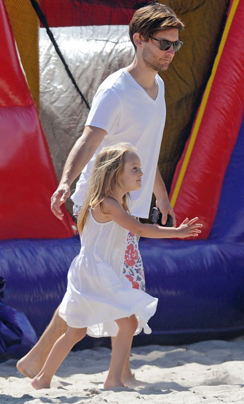 Tobey Maguire with Daughter Ruby at the Beach in Malibu on May 28, 2012
